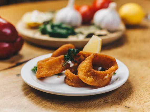 calamares fritos gefrituurde inktvisringen